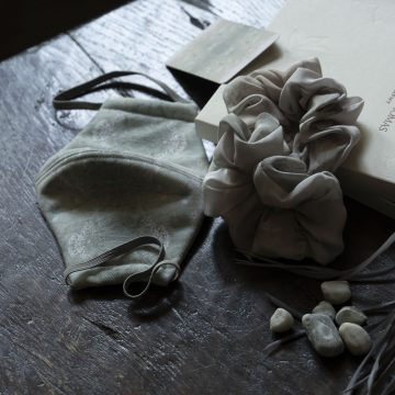Cow Parsley grey silk scrunchies and facemask